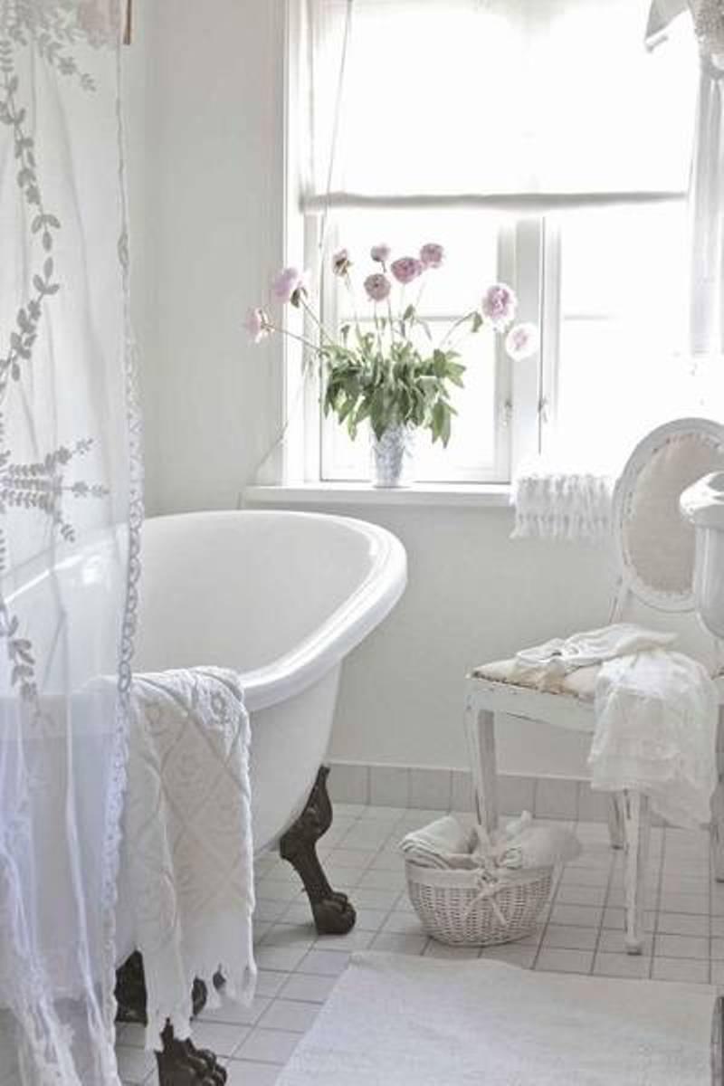 Attractive White Shabby-Chic Style Bathroom Design