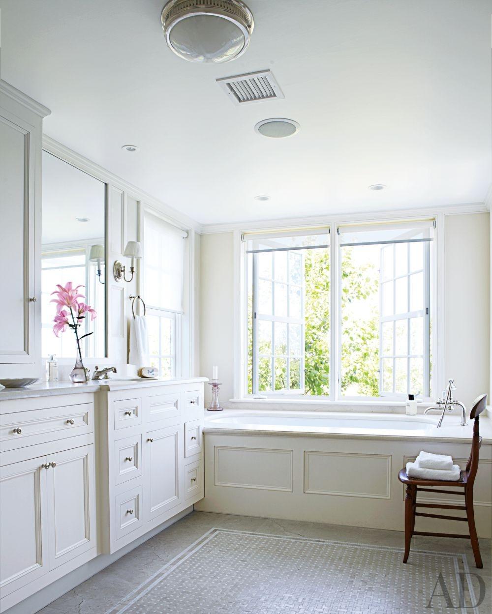 Small Traditional Bathroom