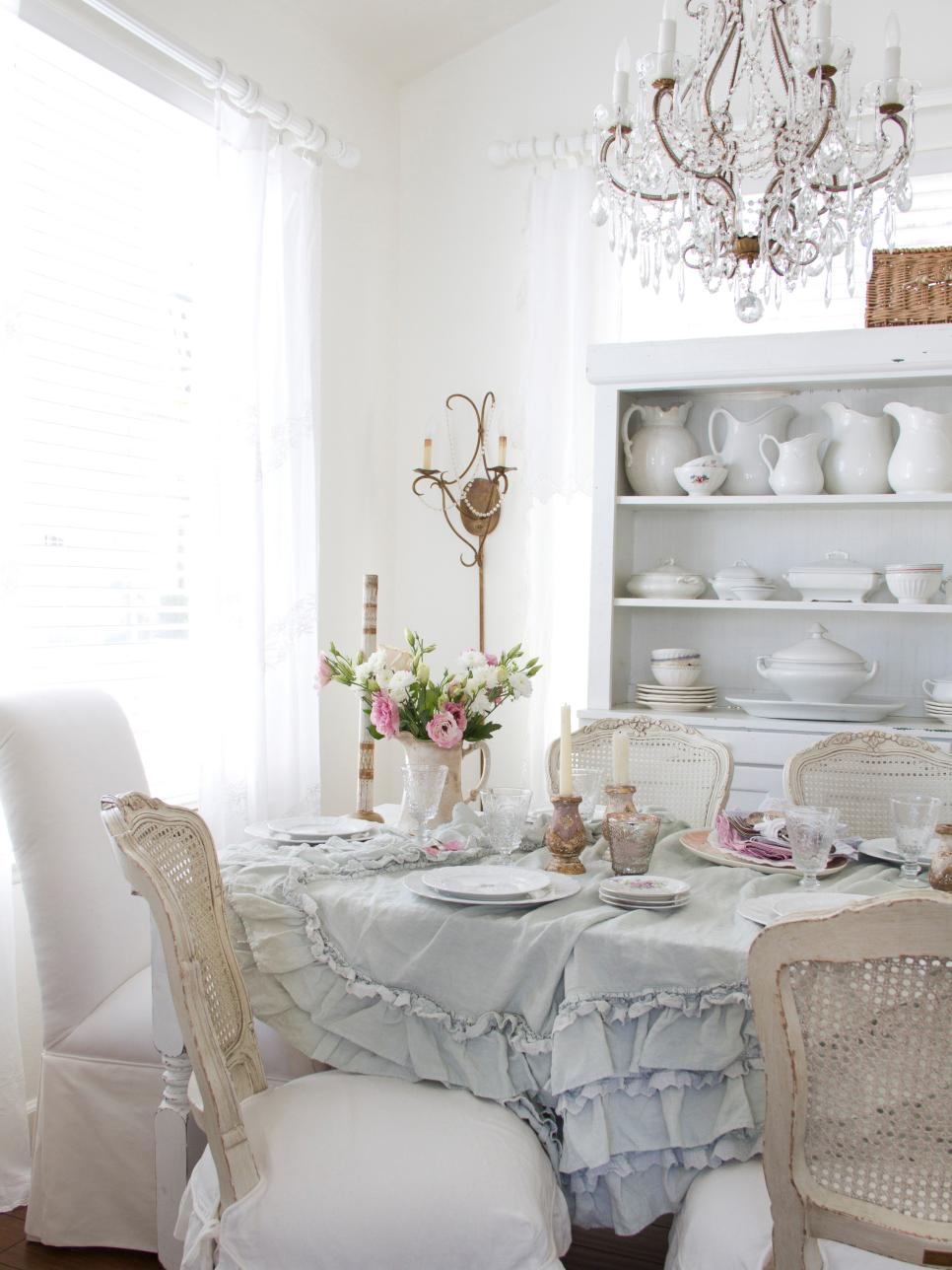 Beautiful Shabby-Chic Style Dining Room Design