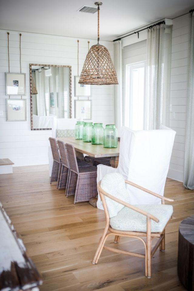 Casual Beach Style Dining Room Design