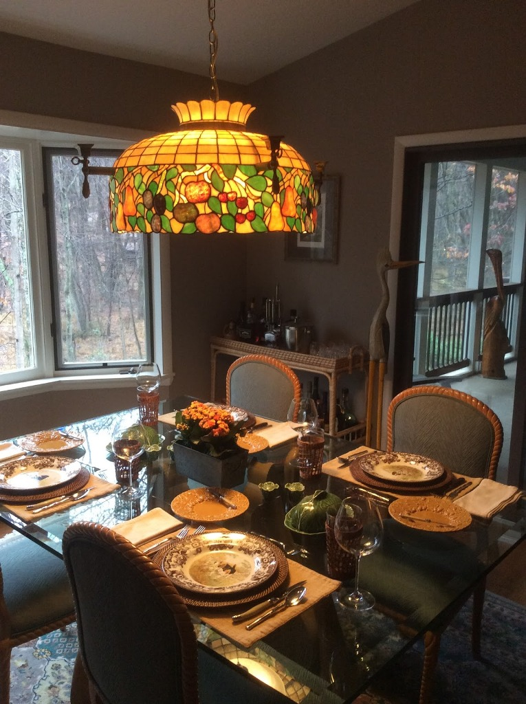 Multicolored Glass Traditional Dining Room Design