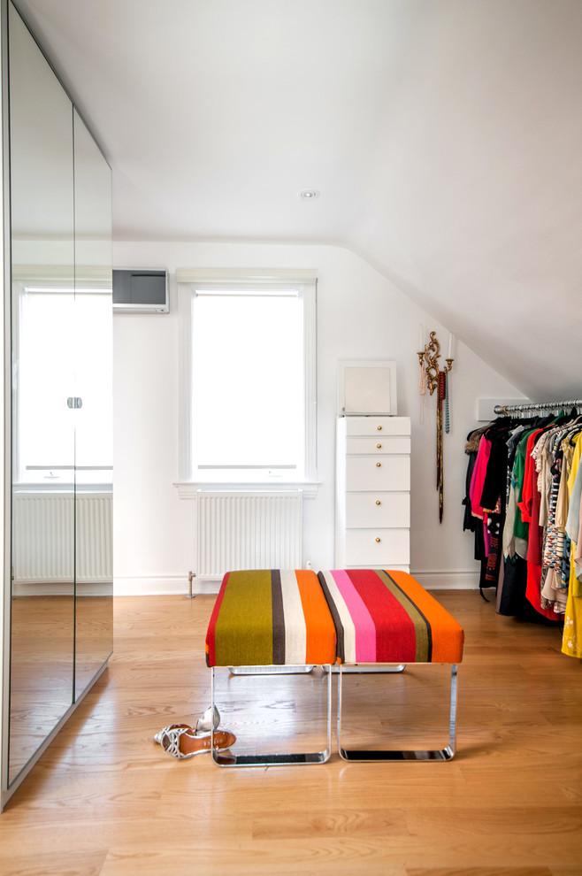 Pretty Shabby-Chic Style Closet Design