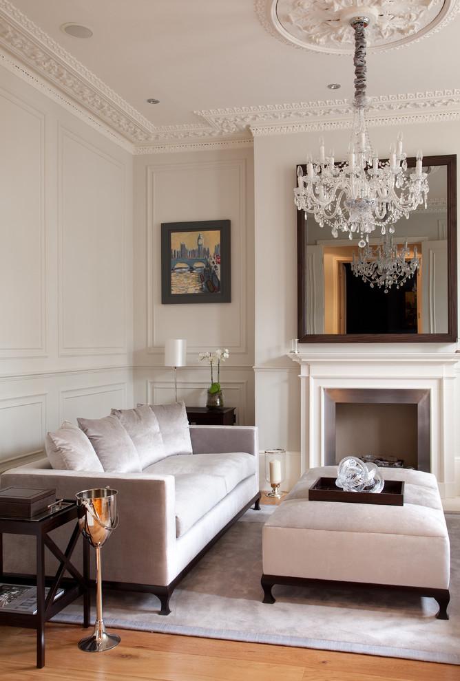 Pretty Victorian Living Room Design