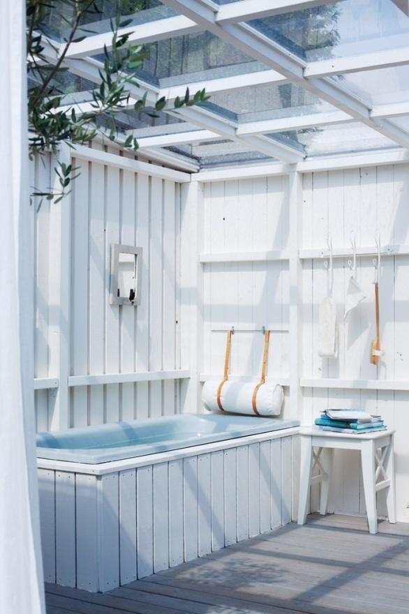 Scandinavian Outdoor Bathroom Designs