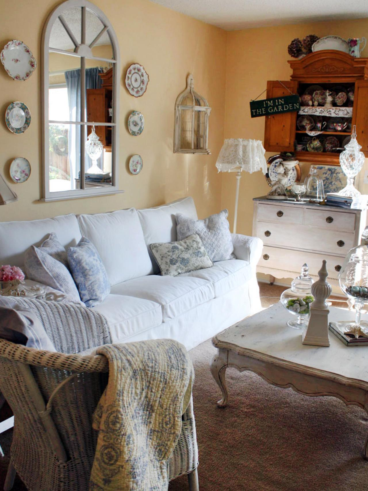 shabby chic cottage living room
