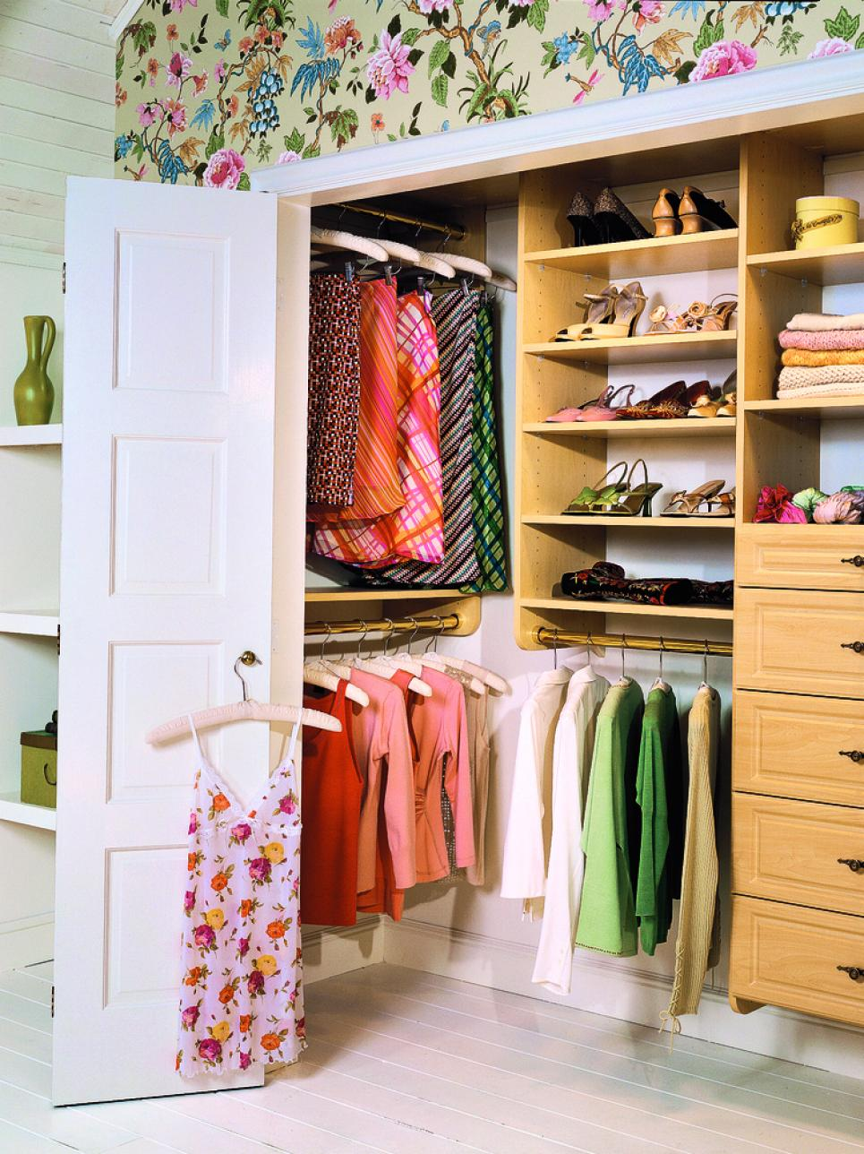 Stylish Traditional Closet Design
