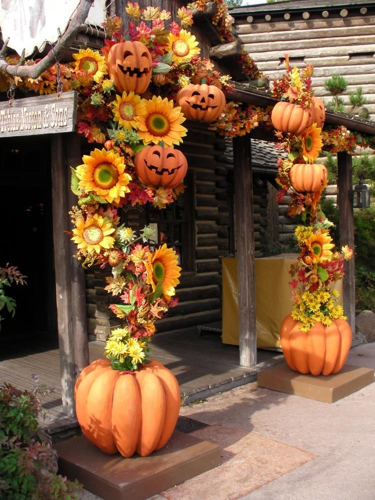 Amazing Disney Halloween Decorations