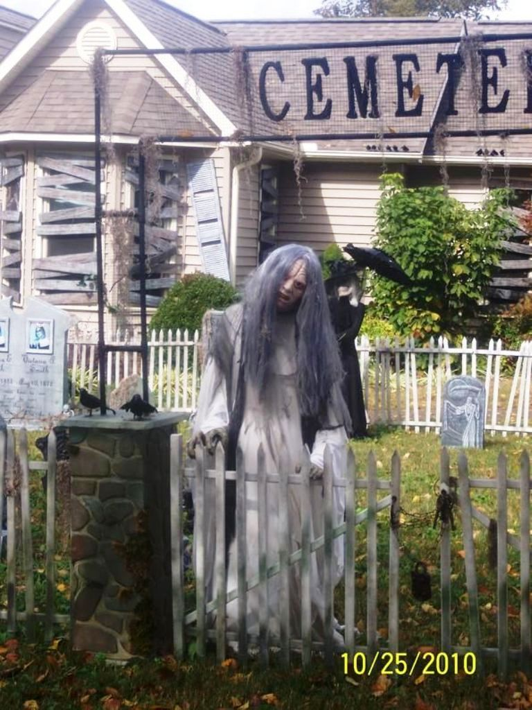 Cool Halloween Yard Decorations