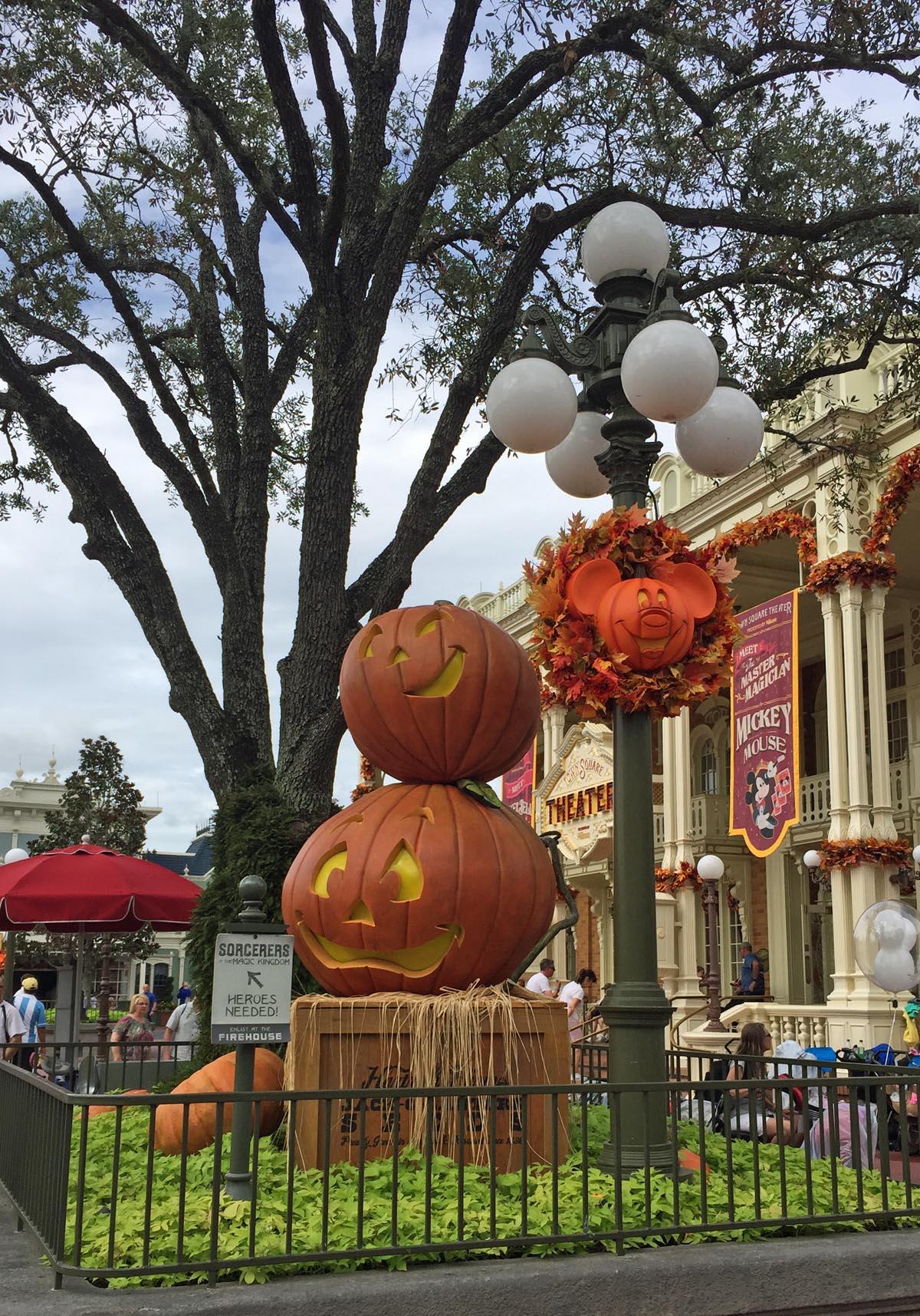 Cool Walt Disney Halloween Decorations
