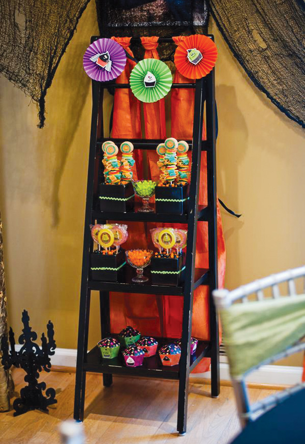 Cute cupcake halloween decorations