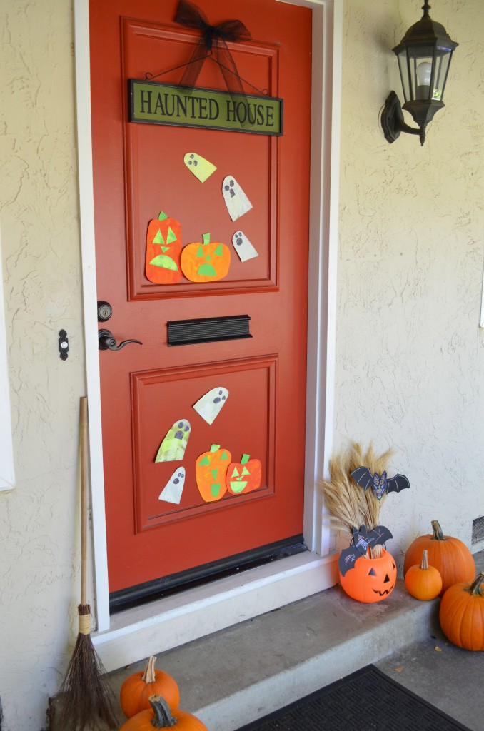 DIY Kid Friendly Halloween Front Door Decorations
