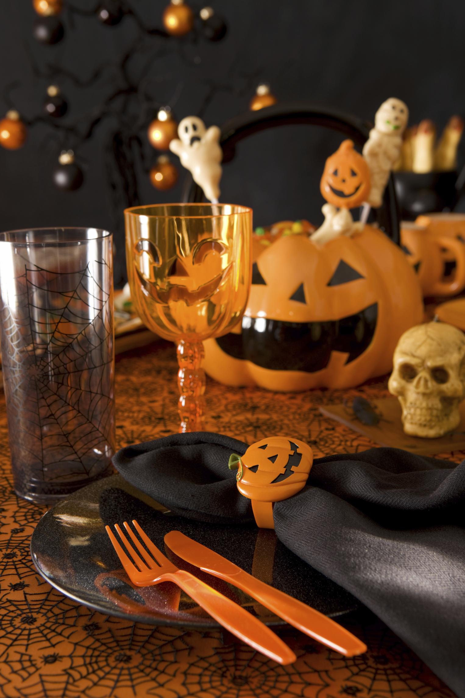 Easy Scary Halloween Table Settings
