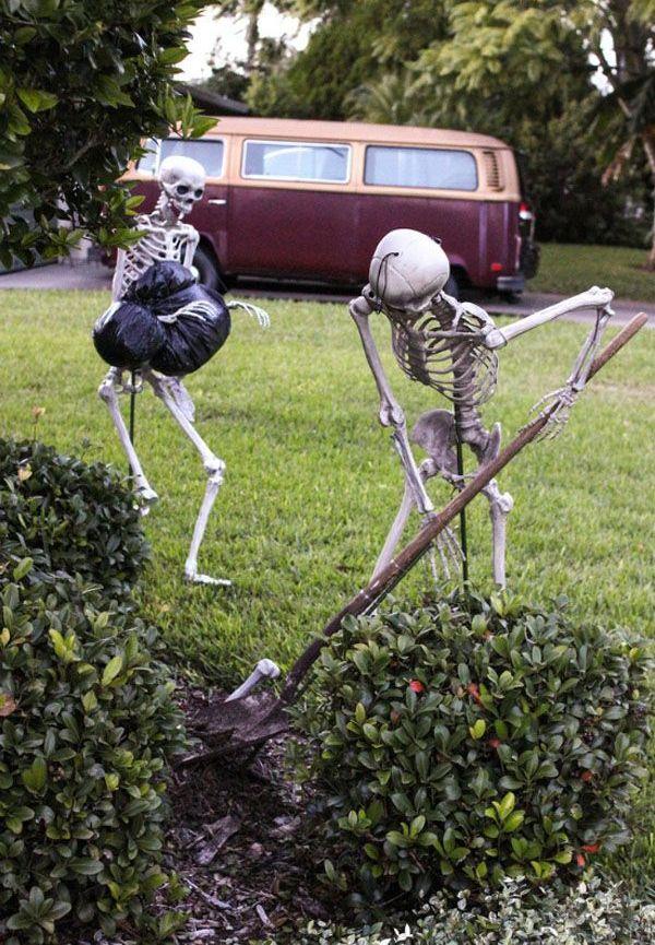 Homemade yard skeletons Halloween Decorations