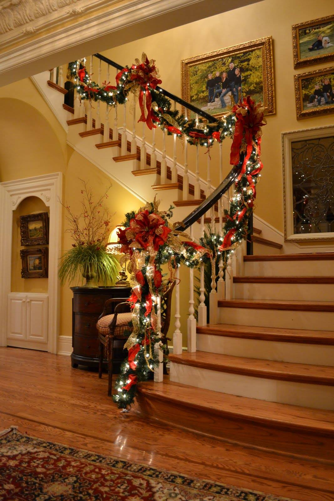 Awesome Christmas Staircase Decorations