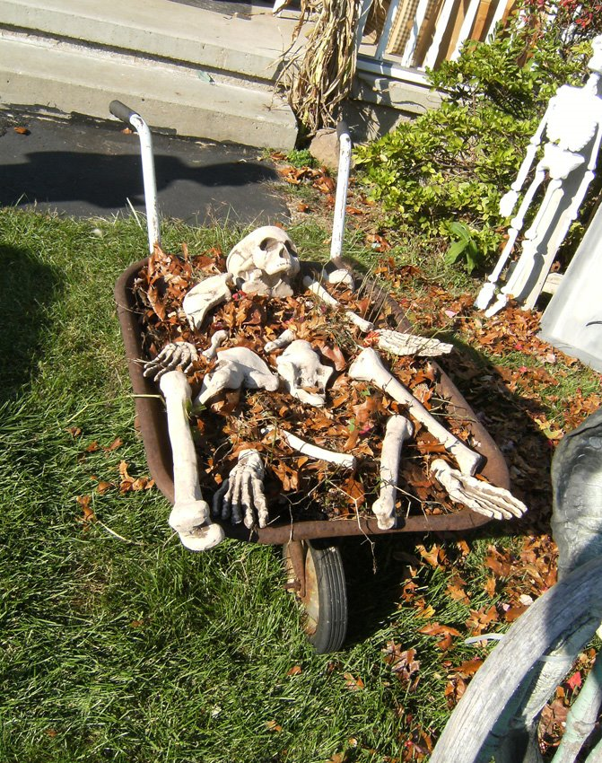 outdoor decoration on a budget | Cheap Outdoor Halloween Decorations - Decoration Love