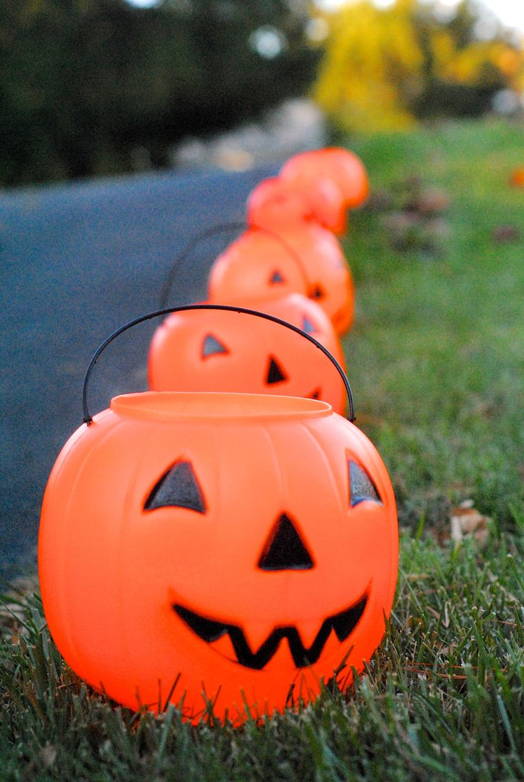 DIY Outdoor Halloween Lights Decorating