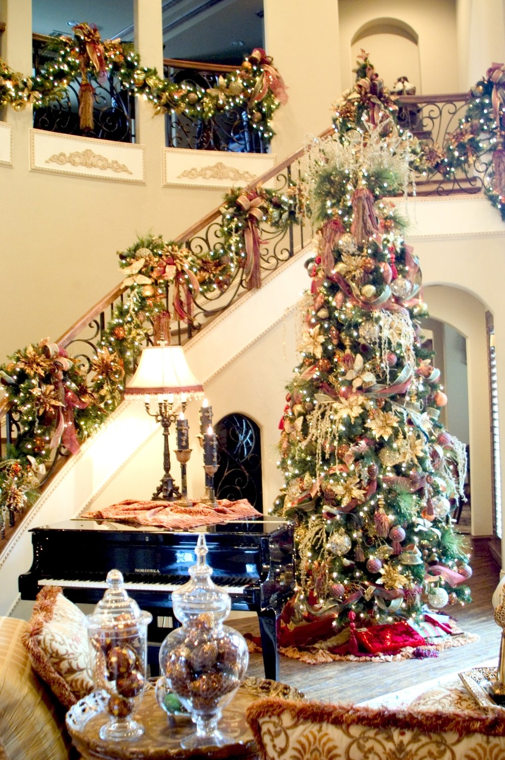 50 christmas decorations for home you can do this year for Classy xmas decorations
