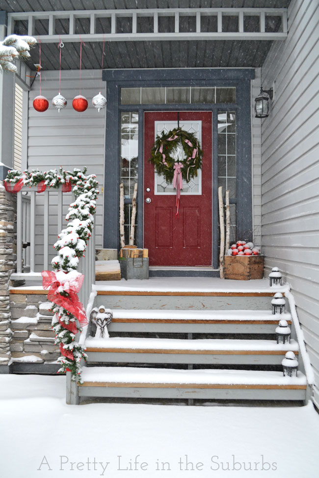 40 Christmas Porch Decorations Ideas You Will Fall In Love