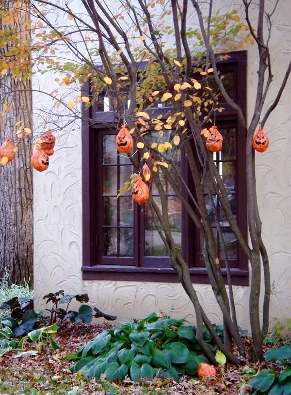 outdoor halloween tree decoration ideas pumpkins garden