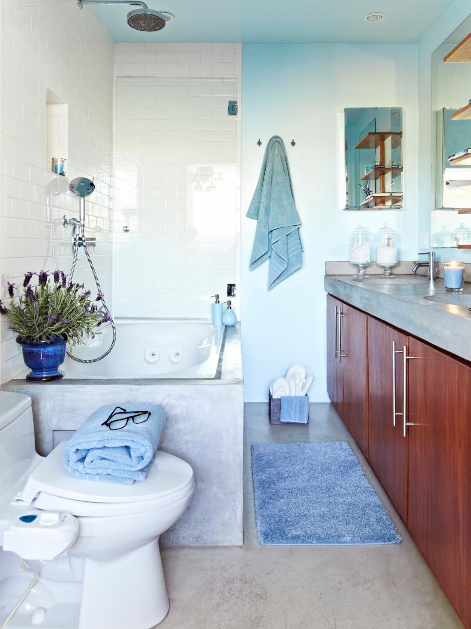 blue-spa-like-bathroom-design
