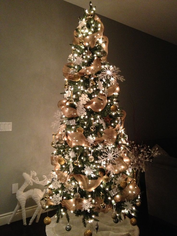 christmas-tree-decorations-with-burlap