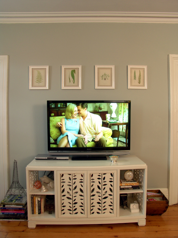 decorating-above-tv-living-room-walls