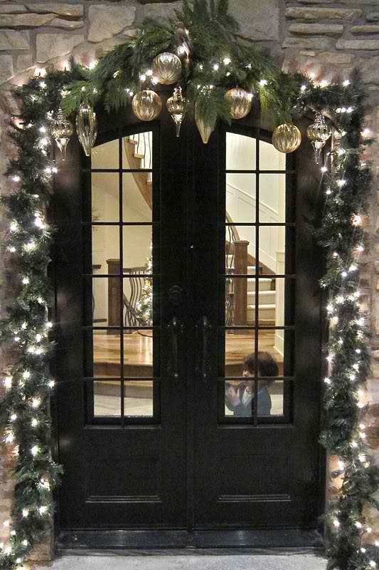 front-door-christmas-decorations-outdoor