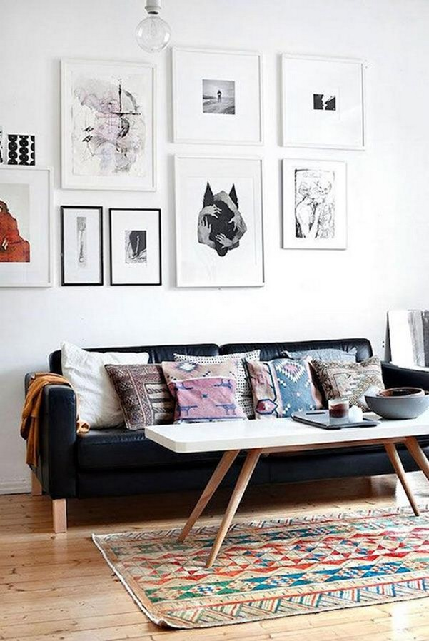 interior-living-room-gallery-wall