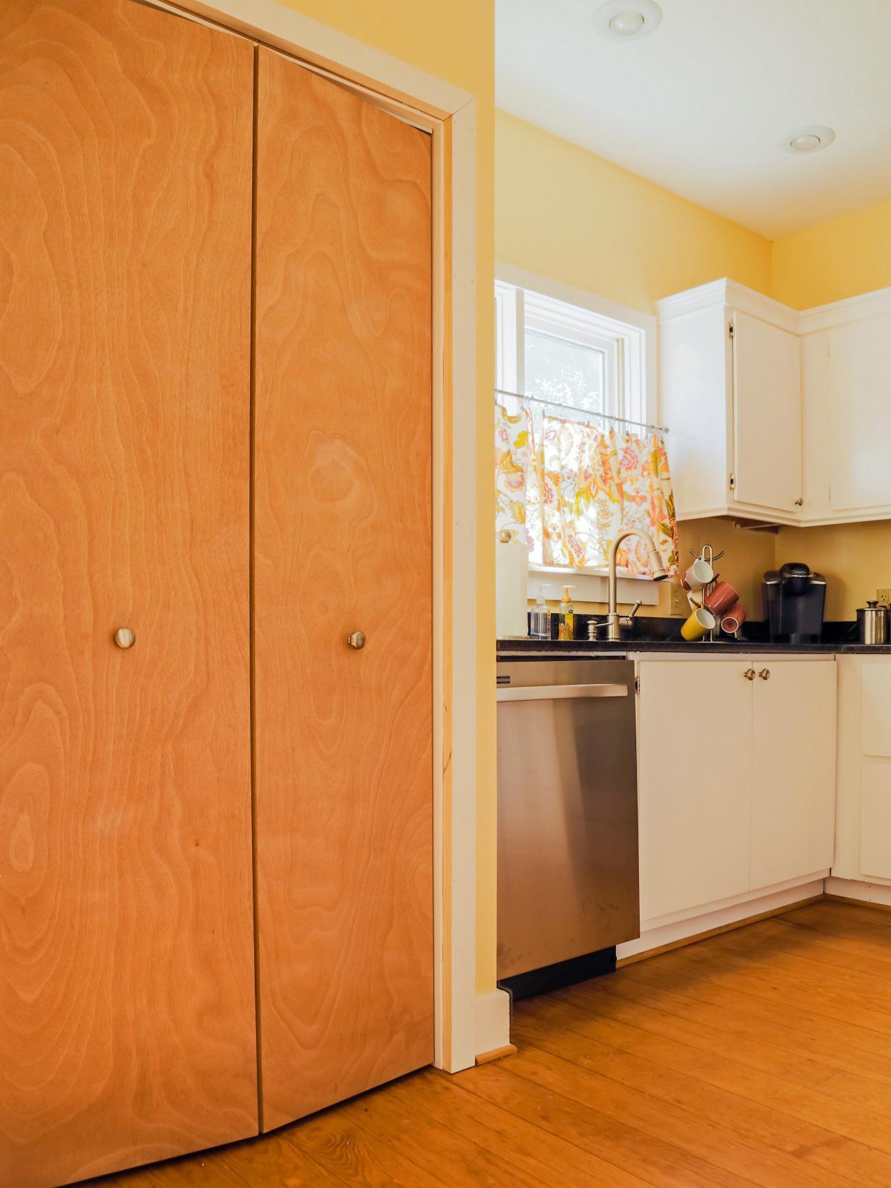 modern-kitchen-pantry-doors