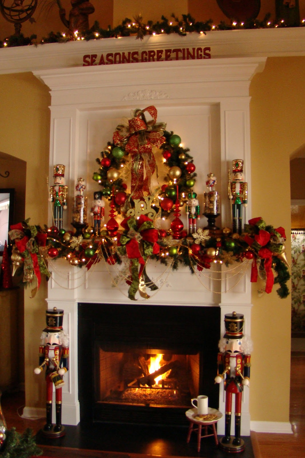 30 amazing traditional christmas decorations ideas for Amazing christmas decorations
