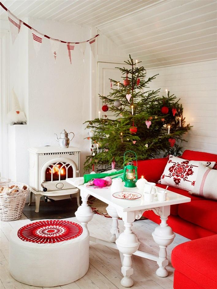 30 stunning red christmas decorations ideas decoration love - Christmas room decor ideas ...