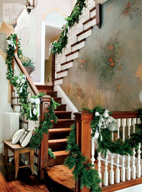 Stair Christmas Decorating Ideas