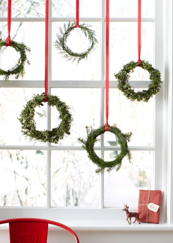 Window Christmas Wreaths Decorating Ideas