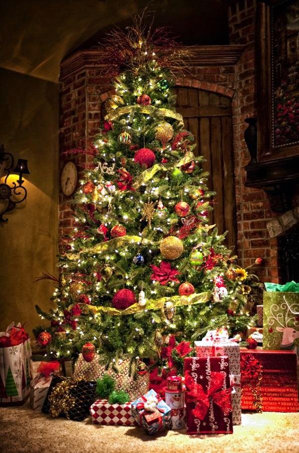 beautiful-traditional-christmas-tree