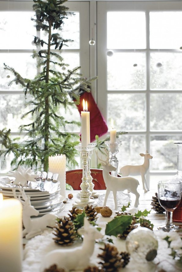 beautiful-white-christmas-table-scape