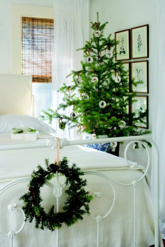 bedroom-christmas-tree-decoration