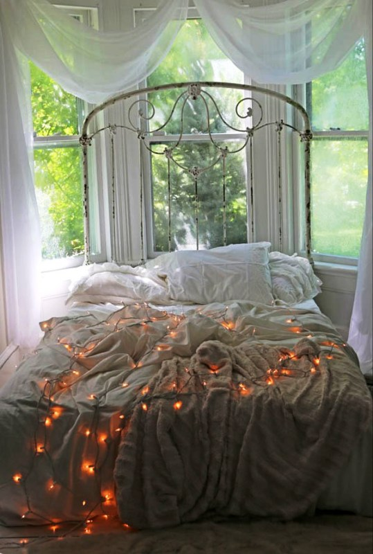 bedroom-decorating-ideas-with-christmas-lights