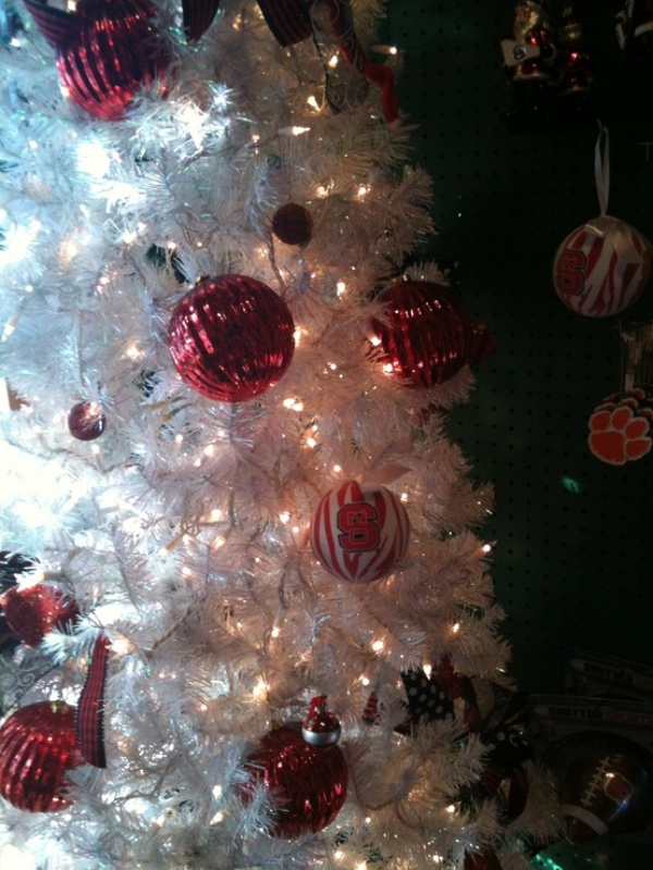 black-white-and-silver-christmas-tree-decorations