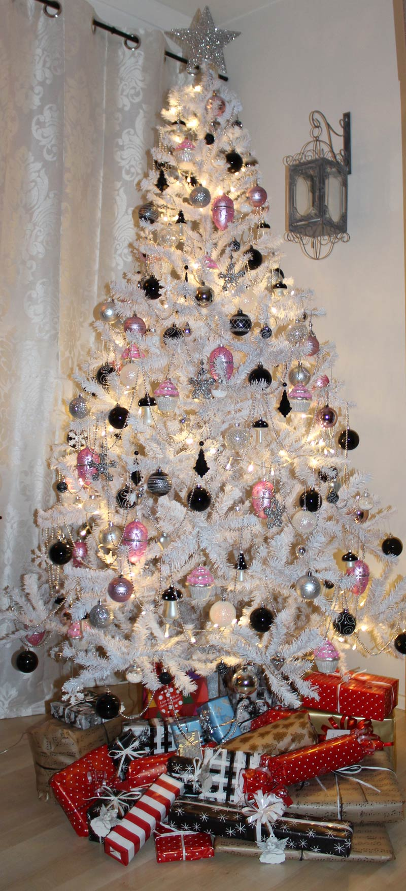 40 Sparkling Silver Christmas Decorations Ideas ...