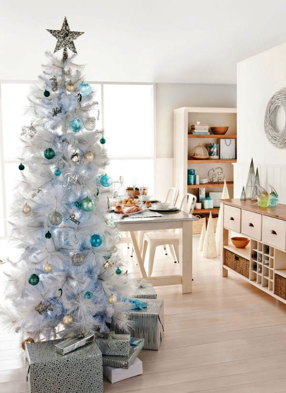 blue-and-white-christmas-tree-decoration