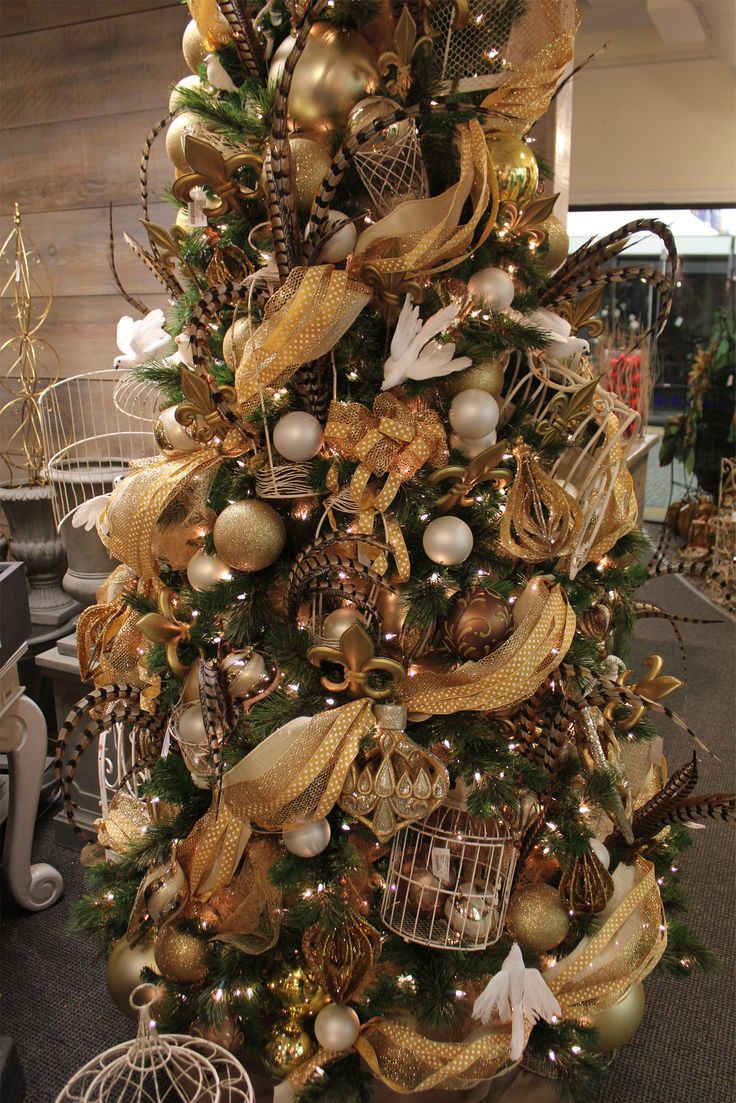 42 Brown Christmas Tree Decorations Ideas - Decoration Love
