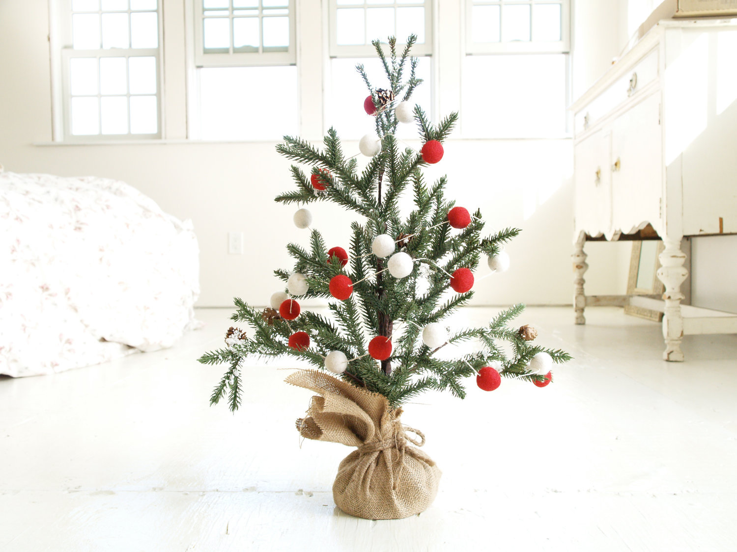 candy-cane-christmas-tree-garland