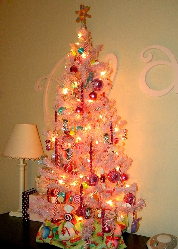 candy-themed-christmas-tree-pink-ideas