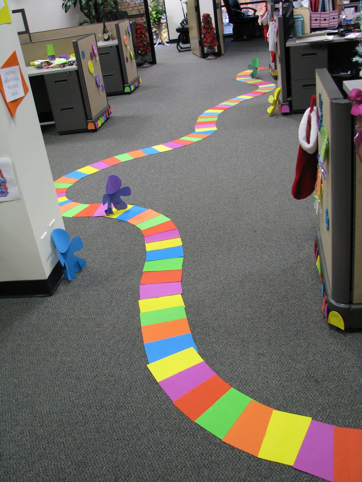 candyland-christmas-cubicle-decorations