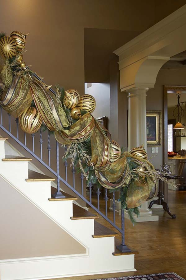 christmas-garland-ideas-staircase