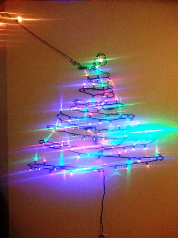 christmas-light-tree-on-wall