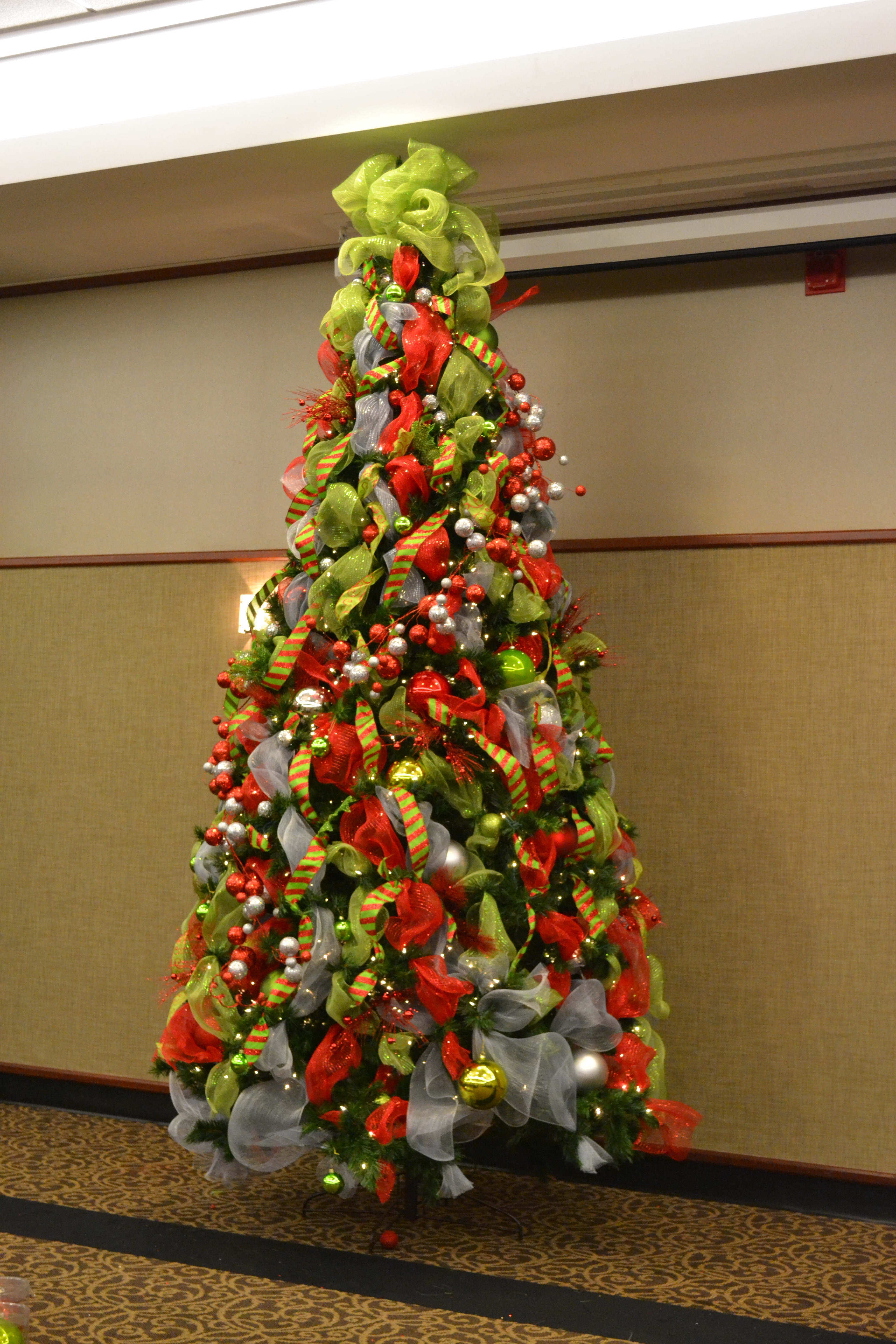 christmas-tree-decorating-ideas-with-ribbon