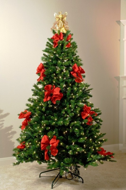 christmas-tree-decorating-with-bows