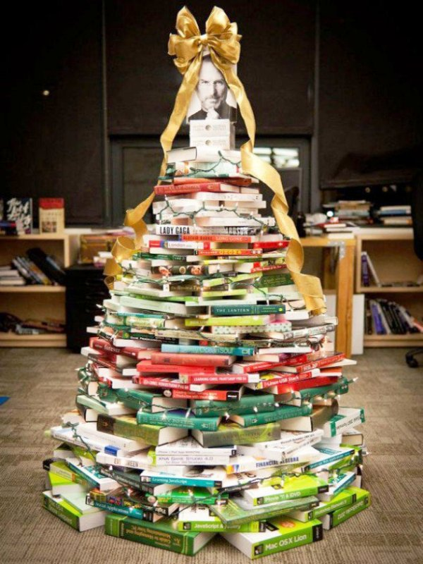 christmas-tree-made-of-books