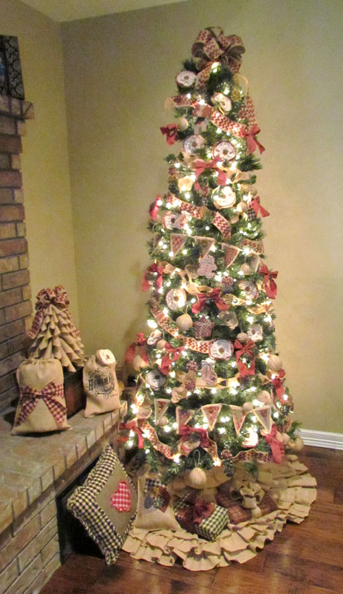 christmas-tree-with-burlap-ribbon-idea